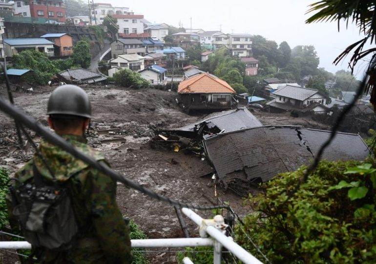 Japón reanuda búsqueda de sobrevivientes tras deslizamiento de tierra