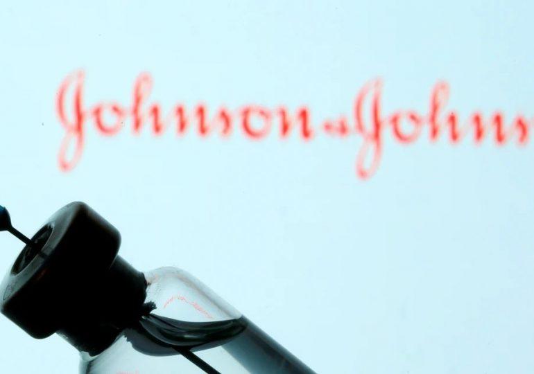 """Vacuna de J&J """"aumenta riesgo"""" de rara enfermedad del sistema nervioso"""