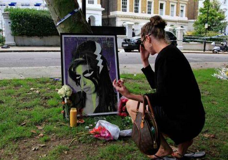Los fans de Amy Winehouse le rinden homenaje en Londres