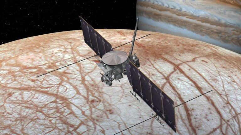 La NASA y SpaceX firman millonario contrato para saber si puede haber vida en la luna helada de Júpiter