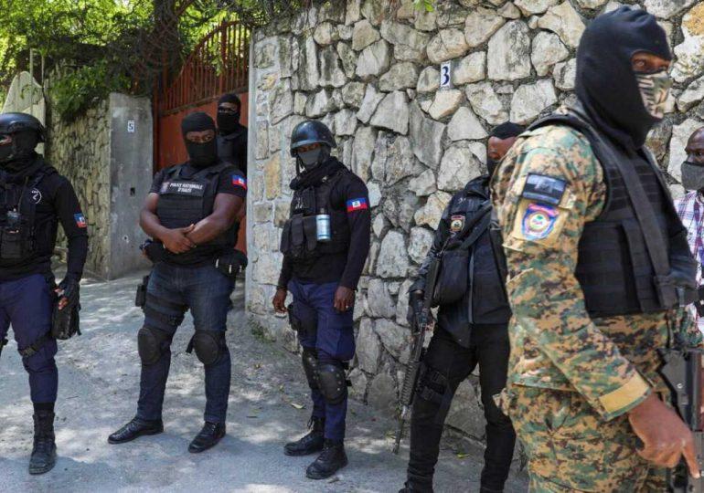 Policía de Haití rodea a sospechosos tras asesinato del presidente