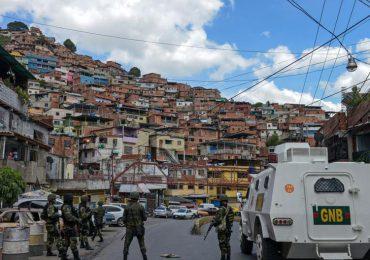 Policía y GNB ocupa barriada de Caracas tras horas de enfrentamientos con bandas criminales