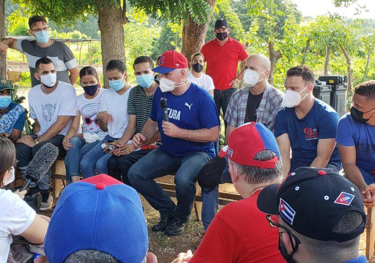 Presidente de Cuba celebra fecha patria con trabajo voluntario junto a jóvenes