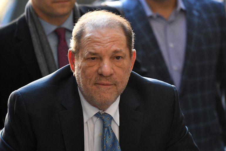 Transfieren a Harvey Weinstein a Los Ángeles para un nuevo juicio