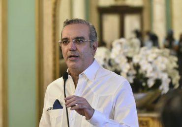 Abinader ordena estudiar posibilidad de crear una Liga de Béisbol de Verano en el país