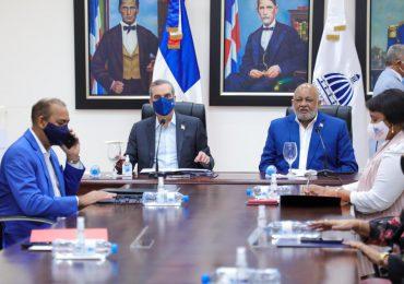 Presidente Abinader y ministro de Educación aprueban plan para inicio de año escolar presencial