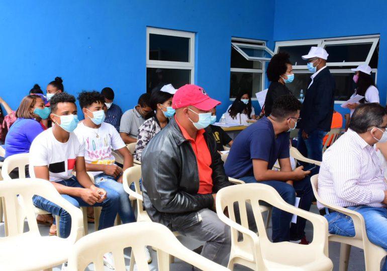 Abinader y ministro de Salud  supervisan proceso de vacunación en municipio de  La Vega