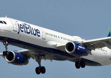 Dominicana denuncia fue sacada de avión en JetBlue de EEUU