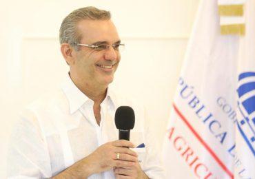 Presidente Luis Abinader encabeza almuerzo con productores agrícolas de Constanza