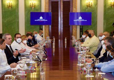 Presidente Abinader se reúne con productores de ajo y papa de Constanza