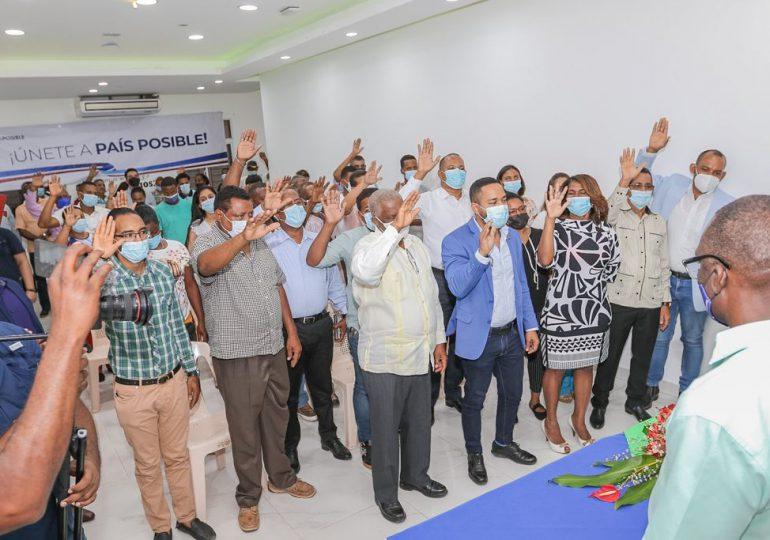 Dos regidores y otros 15 dirigentes del PRD se juramentan en Partido País Posible
