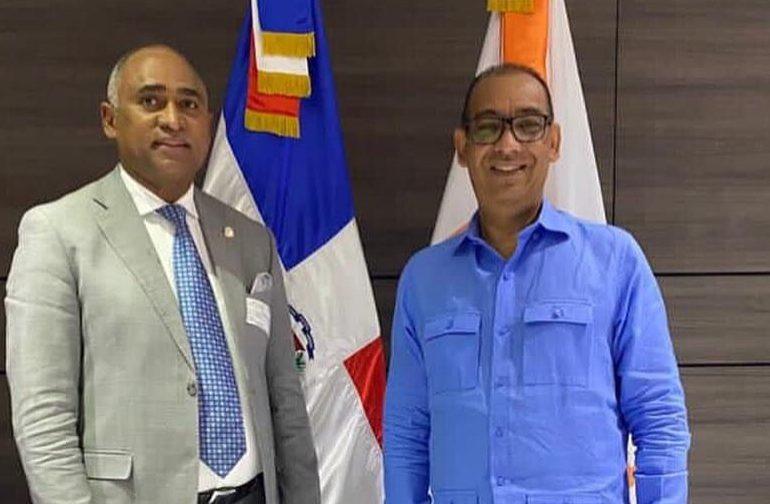 Diputado Julito Fulcar anuncia pavimentación de calles en  Baní