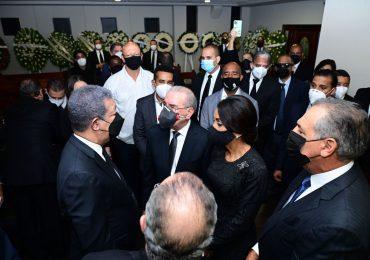 VIDEO | Danilo Medina asiste a funeral de Yolanda Reyna, madre de Leonel Fernández