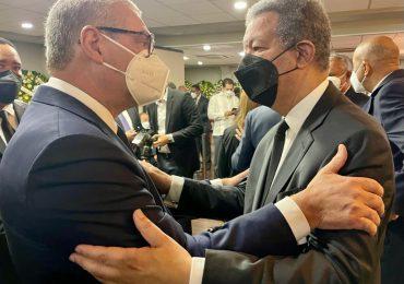 VIDEO | Gonzalo Castillo acude a dar el pésame al expresidente Leonel Fernández