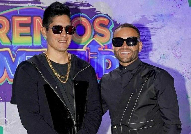 Chino y Nacho juntos en Premios Juventud 2021