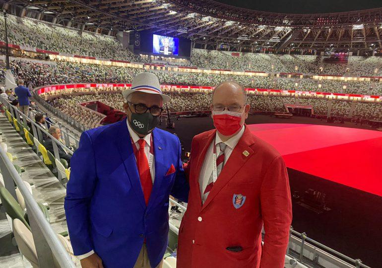 Luis Mejía Oviedo se reúne con Príncipe de Mónaco durante ceremonia de los Juegos Olímpicos