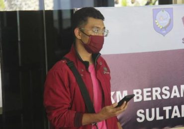 Hombre con coronavirus se disfraza de esposa en vuelo a Indonesia