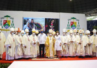 Abinader asiste a la ordenación del nuevo obispo de San Francisco de Macorís