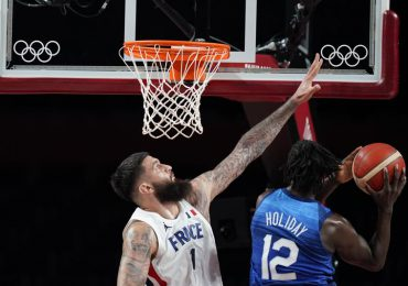 Francia derrota a equipo de baloncesto de EEUU