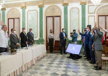Presidente Abinader juramenta  nuevas cooperativas en el Palacio Nacional