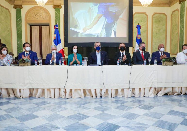 El Gobierno, Unicef y JCE firman acuerdo para impulsar oportuno registro civil