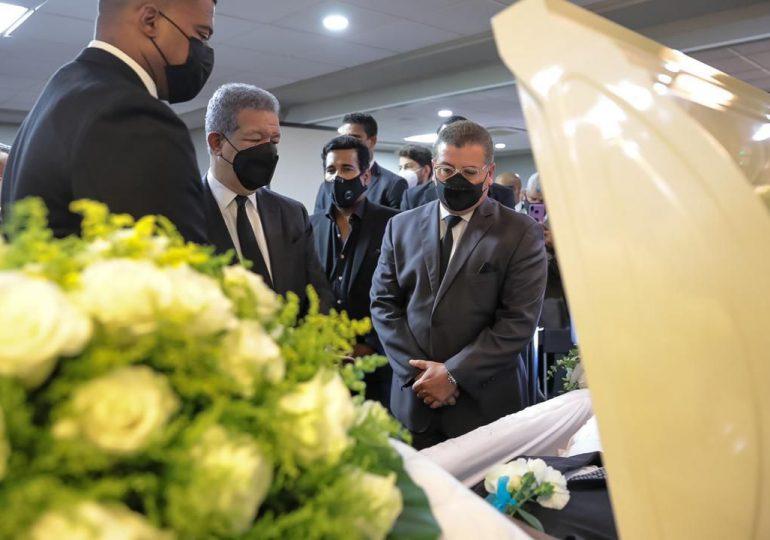 Leonel Fernández despide a Jhonny Ventura, a solo unos días de la muerte de doña Yolanda