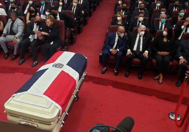 VIDEO | Diputados y Senadores rinden honores a Johnny Ventura