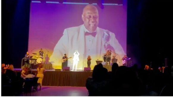 VIDEO | Wason Brazobán rinde tributo a Johnny Ventura en concierto Miami