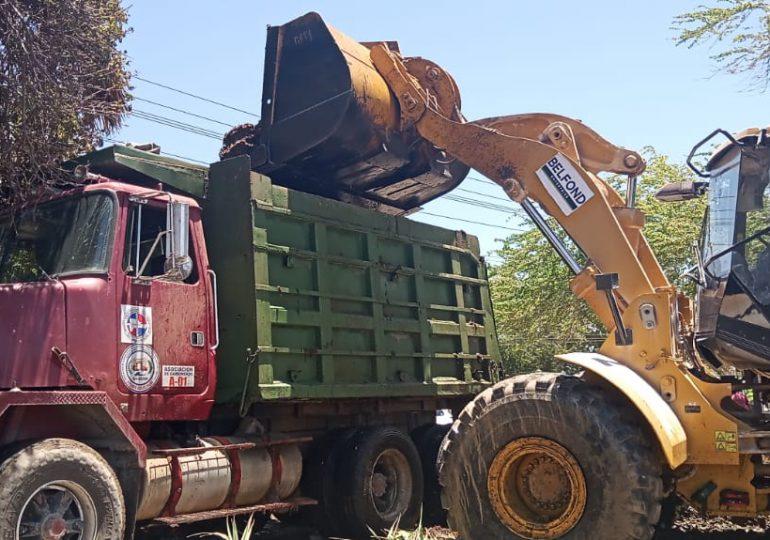 Minera Belfond informá apoyo en operativo de retiro del sargazo en la playa Casita Blanca