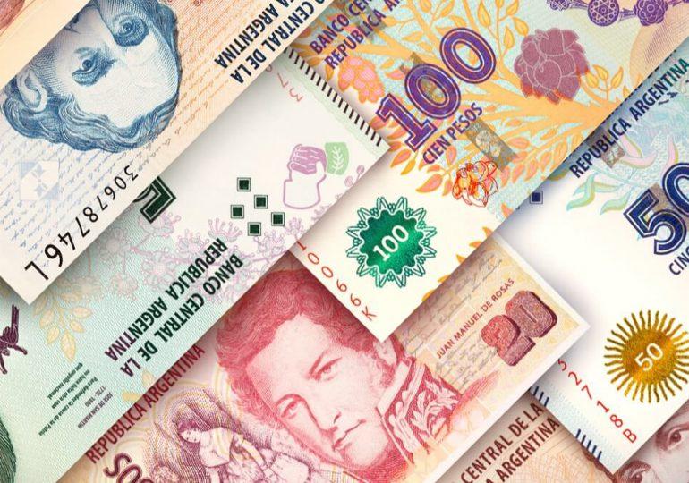 Peso argentino se sigue depreciaciando en el mercado paralelo