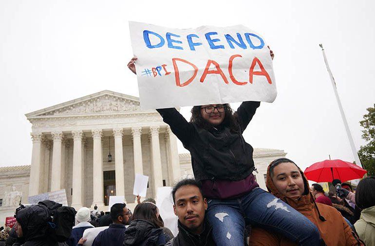 Juez siembra la desilusión en jóvenes inmigrantes