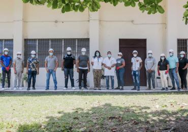 """EDESUR e INFOTEP gradúan a decenas de jóvenes como """"electricistas comunitarios"""""""