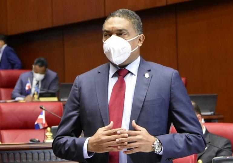 Iván Lorenzo continuará como vocero del bloque del PLD en el Senado