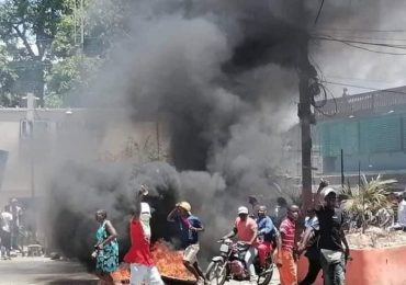 Denuncian disturbios en Haití desencadenaron saqueos