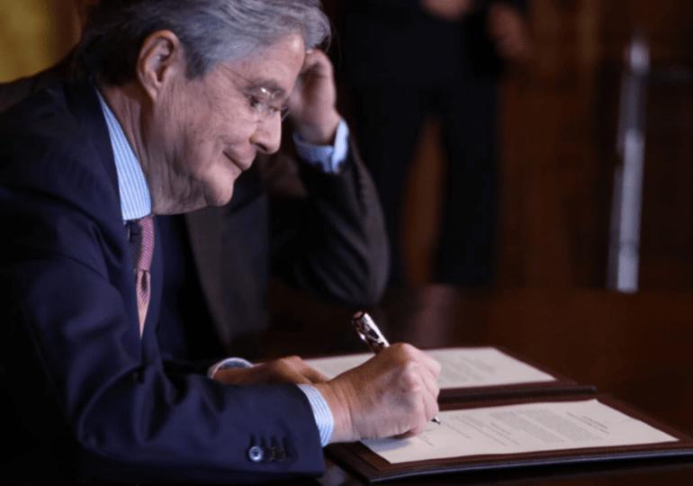 Ecuador plantea nuevo contrato con petroleras para atraer inversión