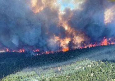 Incendios en el oeste de EEUU y Canadá consumen los recursos de los bomberos