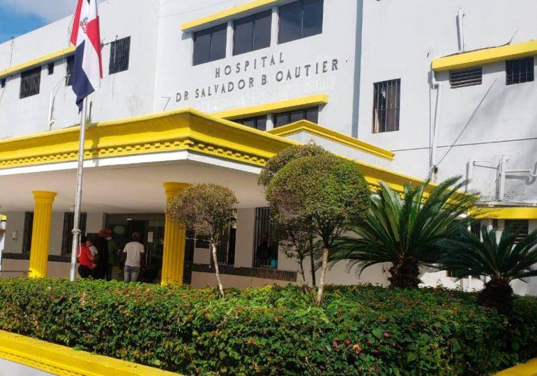 Esperan familiares de adulto mayor ingresado en hospital Gautier