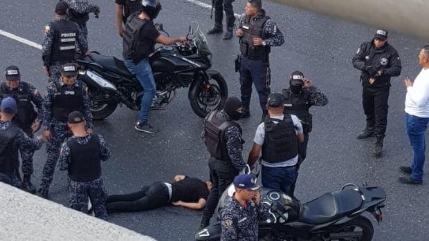 Tiroteos en Caracas entre bandas y policías, se ofrecen recompensas por los cabecillas
