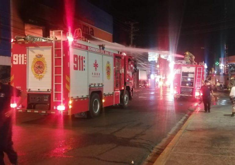 Sistema 9-1-1 informa que fue extinguido incendio de una ferretería en SDE