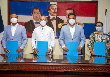 Edesur firma acuerdo con 24 alcaldes de San Cristóbal, Ocoa, Baní y Azua