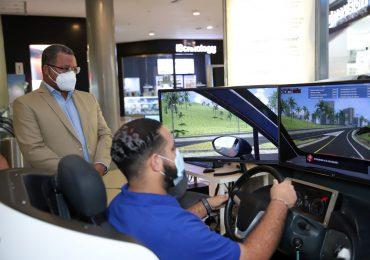 INTRANT instala simuladores de conducción en dos plazas comerciales de la capital