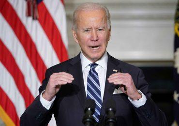"""Incendios en EEUU demuestran que hay que """"combatir"""" la crisis climática, dice Biden"""