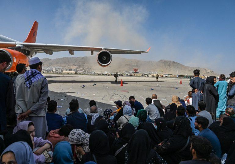 """Amenazas al aeropuerto de Kabul siguen siendo """"reales"""" y """"concretas"""", dice el Pentágono"""