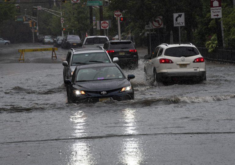Estadounidenses sin electricidad tras llegada de  tormenta tropical Henri