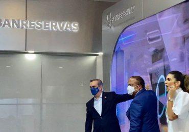 Banreservas inaugura oficina dual en BlueMall con la presencia del presidente Abinader