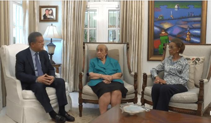 Leonel Fernández comparte  entrevista inédita a su madre Yolanda y su tía Elsa