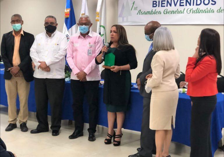 Xiomara Cruz recibe reconocimiento al mérito de la Cooperativa del MAP