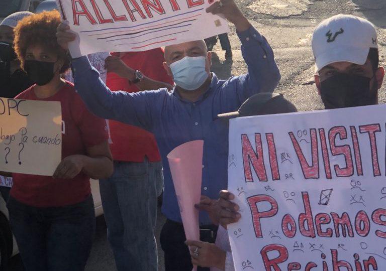 VIDEO | Residentes del km 14 de la autopista Duarte protestan por rehabilitación de avenida Cordillera