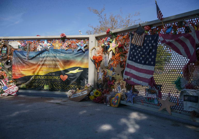 """Dos años después de masacre de El Paso, Biden pide combatir el """"terrorismo"""" de """"supremacía blanca"""""""