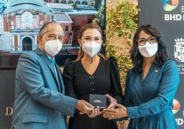 Banco BHD León entrega a la Alcaldía del Distrito Nacional documental Santo Domingo Primera de América